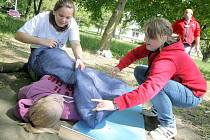Školáci na soutěži mladých zdravotníků pořádané třebíčským Červeným křížem.