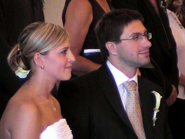 Bývalý třebíčský hokejista Tomáš Zelenka se v sobotu na zámku oženil s Radkou Štěpničkovou.
