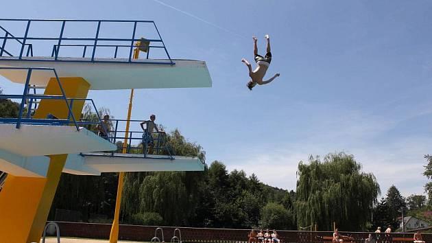 Koupačka v bazénu a k tomu nejlepší kapely, to je Polanka fest