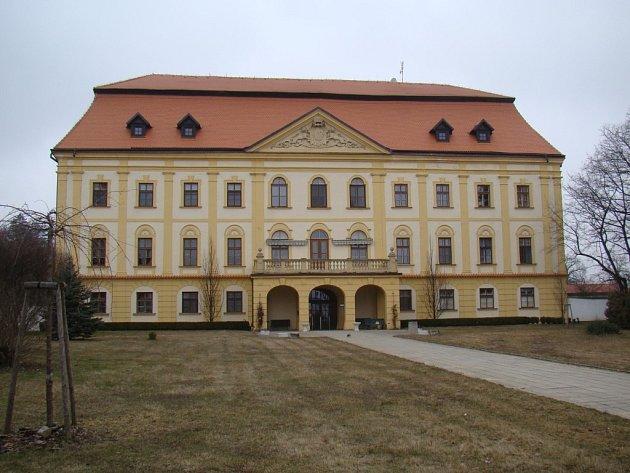 I blízko zámku v Myslibořicích se nachází majetek, který evangelíci požadují.