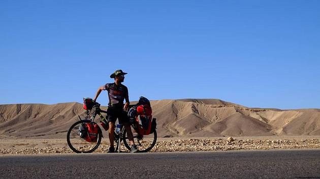OBRAZEM: Tomáš dojel na kole přes Pákistán do Indie. A míří dál