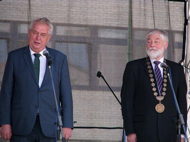 Prezident Zeman na Karlově náměstí v Třebíči.
