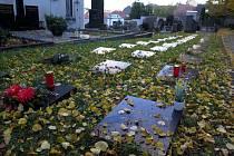 Výzva: Zapalte svíčku u pomníčků padlých