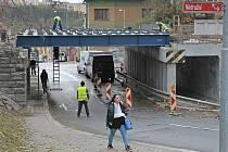 Viadukt u třebíčského nádraží. Také zde se kvůli dokončení mostu v listopadu silnice na dva dny uzavře.