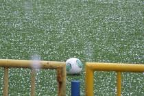 Těsně před zápasem  se v Náměšti spustil liják s kroupy a utkání s Jemnickem muselo být odloženo. Zápas se po dohodě klubů odehraje 29. května od 18 hodin.