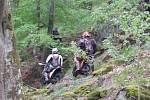 Snímek motorkářů.
