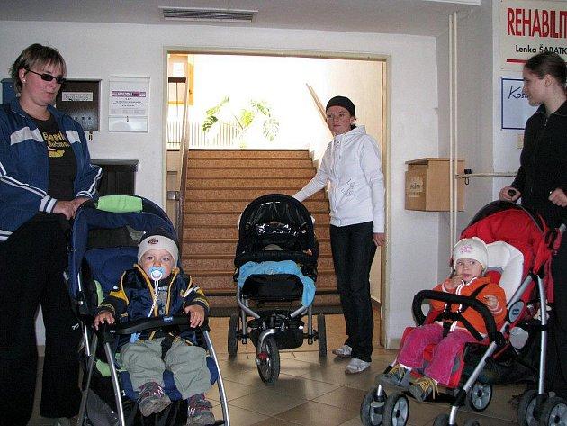Maminky testovali, jak je těžké se v Třebíči pohybovat s kočárkem.