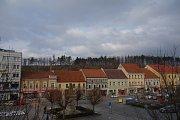 Lesopark Na Hrádku v centru Třebíče - pohled z Karlova náměstí.