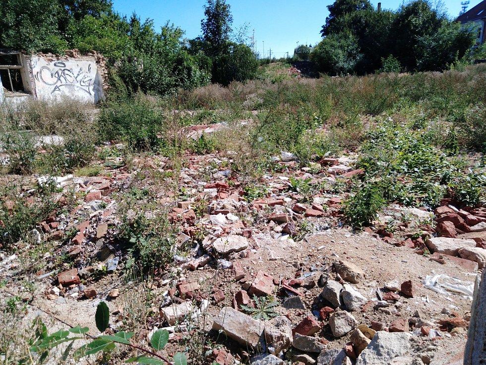 Tak to vypadalo, když zbourali secesní Hotel Na Růžku v Telči.