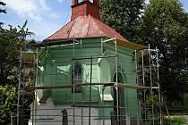 Kompletní oprava kaple sv. Cyrila a Metoděje probíhá v Kožichovicích.