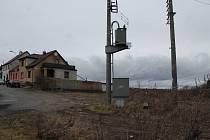 Na okraji směrem k lesu v lokalitě Niva má pozemky Michael Kralert. Plánuje zde vybudovat domky s 18 dotovanými byty pro přesně specifikovanou sociální skupinu obyvatel.