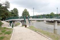 Nové zpevnění hrází řeky Jihlavy spolu s mobilními bariérami zabrání i stoleté vodě.