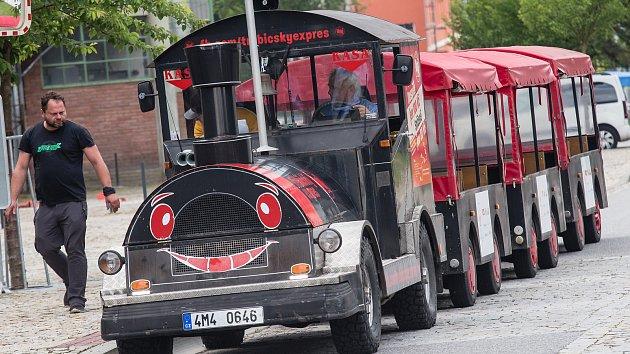 Výletní vláček v ulicích Třebíče