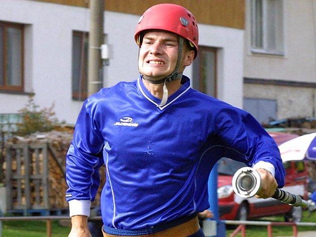 Profesionální hasiči soutěžili v Petrovicích.