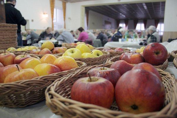Ochutnávka jablek a brambor vTřebíči