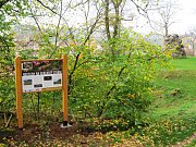 Naučná stezka čítá pět informačních tabulí s přírodovědným a historickým obsahem, které jsou umístěné v parku a jeho okolí.