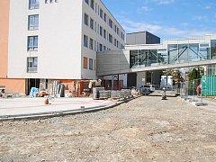 Stavební změny a úpravy v areálu třebíčské nemocnice. Foto: Petr Palovčík
