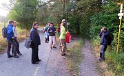 Svítá a poutníci se nacházejí zhruba v polovině trasy nedaleko Rozsíček.