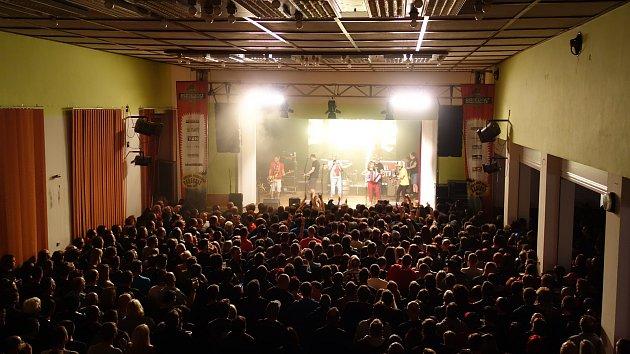Společný koncert Tří sester a Alkeholu v Trnavě se podařil.