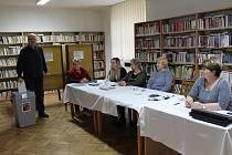 Biskupice - prezidentská volba tu táhne víc ve druhém kole. Volil taky předseda volební komise Ladislav Pol.
