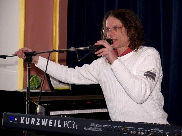 Jazzový pianista, skladatel a studiový hráč Zdeněk Zdeněk.