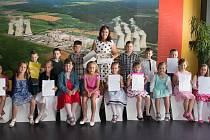 V pátek 30. června přijelo do Infocentra JE Dukovany 36 dětí z 1. a 2. ročníku ZŠ Mohelno, aby jim přímo v Jaderné elektrárně Dukovany paní učitelky rozdaly vysvědčení. Foto: Jan Sucharda
