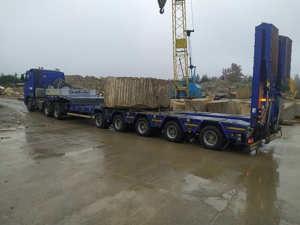 Takto vypadal transport kamenných bloků na kašnu, z Mrákotína do Kamenné je to 60 kilometrů.