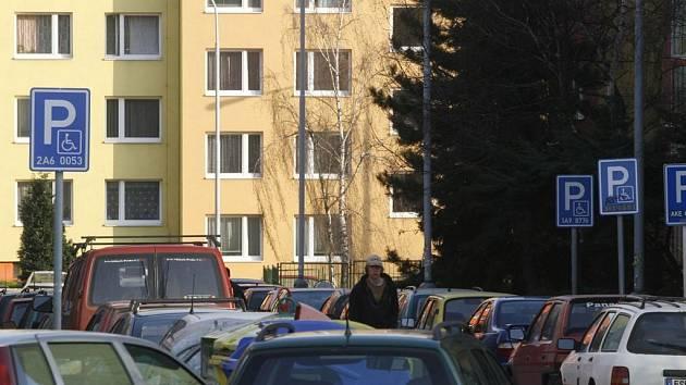 Nájemníci panelového domu v Okružní ulici chtěli koupit městské byty. Ale nemohou.