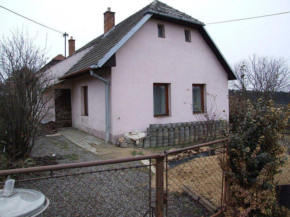 U hlavní silnice v Zašovicích je domek, ve kterém se odehrálo příliš mnoho neštěstí.