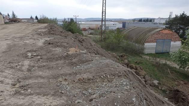 Navážka tisíců tun odpadů na Třebíčsku.