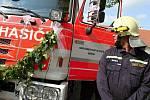 Oslavy 15. výročí udělení znaku městyse a pořízení nové hasičské cisterny v Okříškách.