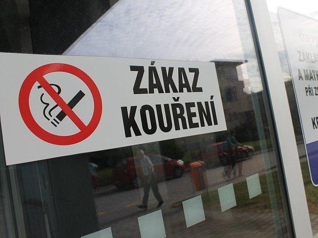 Od 1. června si už zapálit kdekoli ve venkovních prostorách Nemocnice Třebíč nepůjde