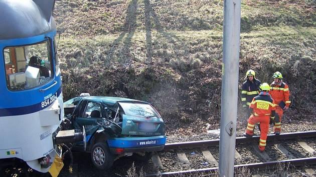 Na Velikonoční pondělí krátce před polednem se na železničním přejezdu v ulici Svatopluka Čecha v Třebíči střetl osobní vlak s automobilem.