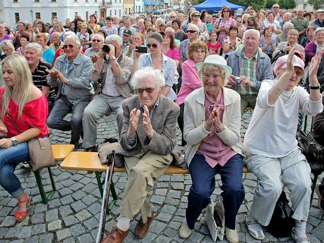 Do debaty s prezidentem se zapojily všechny věkové kategorie. Ty nejmenší zajímaly prezidentovy koníčky, ty starší názory na dění na Ukrajině či imigrantská otázka.