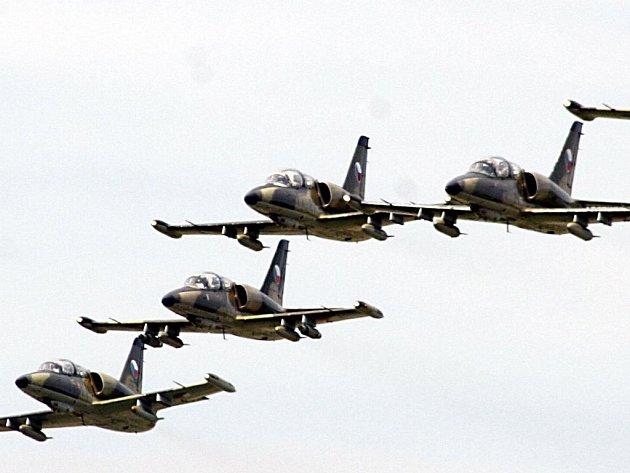 Cvičení začíná. Do Náměště nad Oslavou přilétají desítky letounů NATO.