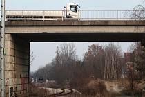 Most přes železnici u třebíčské nemocnice byl v havarijním stavu.