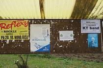 Šašovice jsou malou místní částí Želetavy. Na vývěsce u autobusové zastávky tam teď mají krom KDU-ČSL i propagační leták ODS.