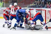 V úvodním utkání nového ročníku Chance ligy si doma hokejisté Horácké Slavie Třebíč (v bílých dresech) poradili s Ústím nad Labem.