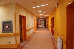 V Nemocnici Třebíč finišují s dodělávkami nového pavilonu, v sobotu 25. listopadu tam bude Den otevřených dveří. Půdorys ve tvaru písmene C je nejlépe vidět na hlavní chodbě.