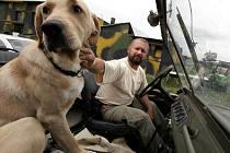 Jiří Introvič s rodinou a psem Dykem veškerý čas v sezoně tráví na Radarce.