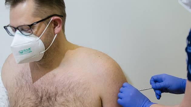 Už jen pár dní dělí očkovací centrum ve Velkém Meziříčí od chvíle, kdy se tam nahrnou první klienti a spustí se očkování proti onemocnění Covid-19.