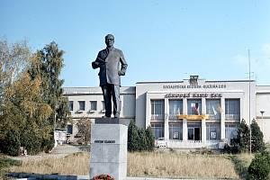 Socha Gustava Klimenta, Třebíč. Snímek je z dnešního Dělnického nám.
