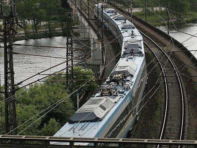 Kraj nyní bude deklarovat, že na svém území s moderní železnici počítá.