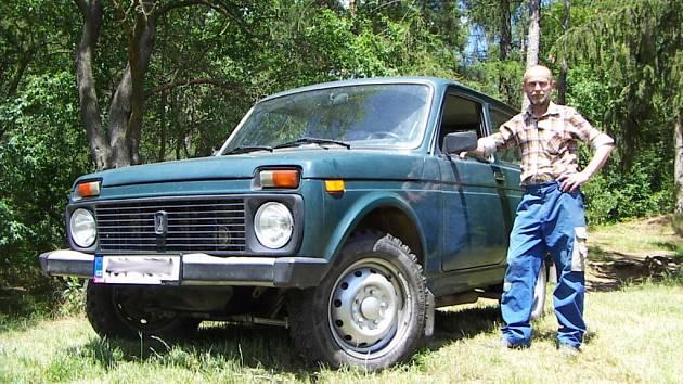 František Janík svoji Nivu používá jako pracovní vůz.
