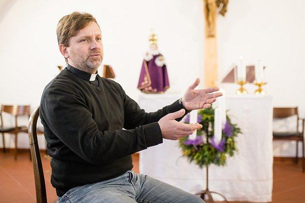 Farář Tomáš Holcner.