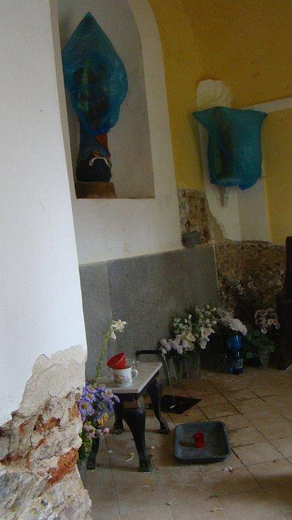 V kapli v Dobré Vodě na Třebíčsku vyvěrá pramen údajně zázračné vody. Sakrální stavba nyní prochází rekonstrukcí.