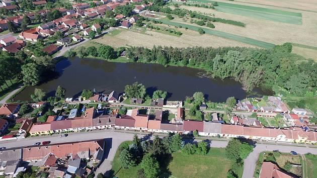 Prevence před záplavami: rybník ve Studenci potřebuje zpevnit hráz