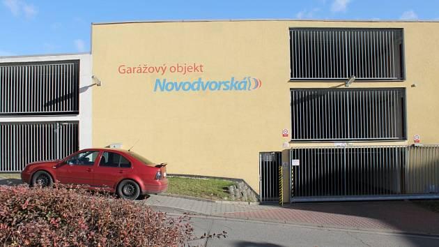 Garážový dům v Novodvorské ulici v Třebíči.
