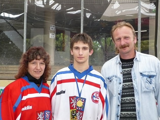 Vhokejbalu si asi nejvíce cením toho, že jsem mohl obléct reprezentační dres a zúčastnit se mládežnického mistrovství světa, kde jsme získali bronzové medaile. Na mistrovství Evropy jsme byli dvakrát mistry a jednou jsme brali stříbro. Velmi rád vzpomíná