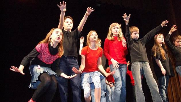 Okresní soutěžní přehlídka dětského divadla probíhala v úterý ve velkém sále Národního domu v Třebíči.